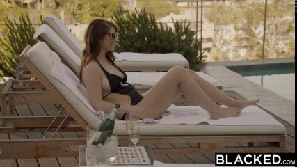 Девушка поехала в отпуск чтобы трахаться с негром