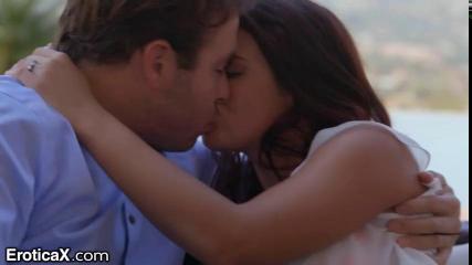 Любовница на летней веранде трахается с мужчиной до изнеможения