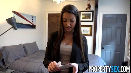 Девушка получает контракт за трах с клиентом