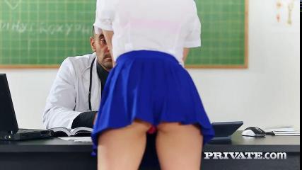 Преподаватель оттрахал студентку медицинского института за несдачу экзамена
