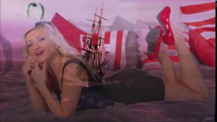 Американец дрючит элитную проститутку с широкими бедрами и красивыми ножками