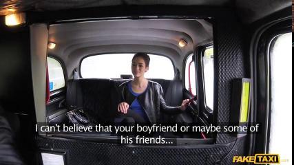Таксист уговорил пассажирку на секс на заднем сиденьи автомобиля