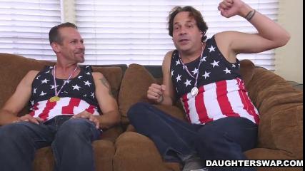 Две молодые американки трахаются с опытными мужиками