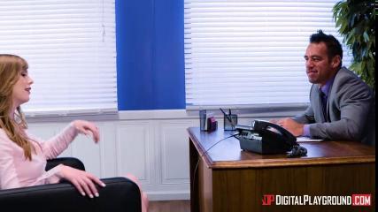 Грудастая баба устроила жаркий ЖМЖ секс с коллегами в офисе