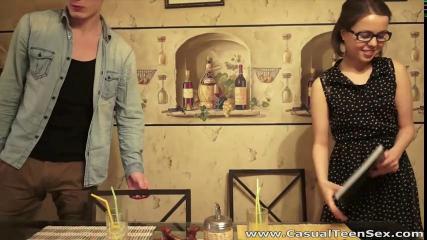 Русская парочка на видео камеру снимает свой секс на диване