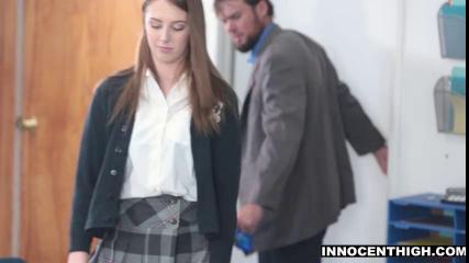 Студентка в клетчатой юбке трахается с преподом за зачёт