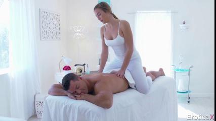 Горячий массаж сменился смачным трахом во влагалище