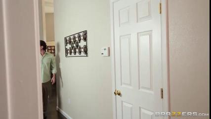 Кали Картер отсасывает елду бывшему военному