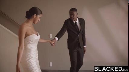 Негр трахает свою красивую невесту